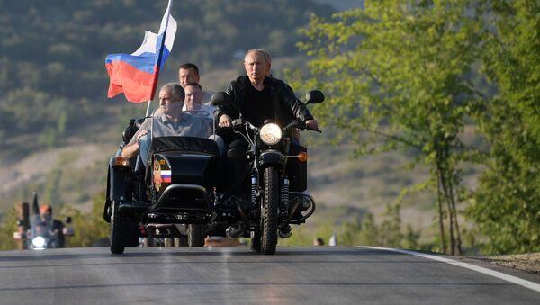 Президент РФ Владимир Путин участвует в международном байк-шоу Тень Вавилона - Sputnik Беларусь