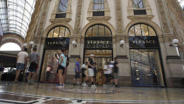 Магазин модного дома Versace в Милане - Sputnik Беларусь