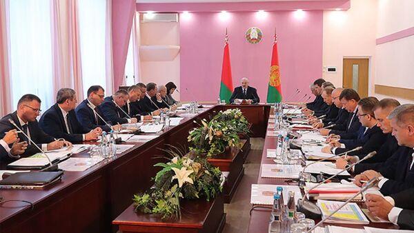Лукашэнка заявіў, што самыя адукаваныя спецыялісты ў Магілёўскай вобласці - Sputnik Беларусь