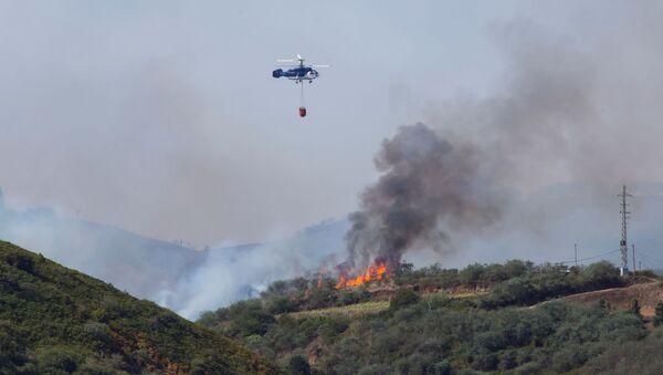 Пожар на Гран Канария тушат с вертолета, 19 августа 2019 года - Sputnik Беларусь