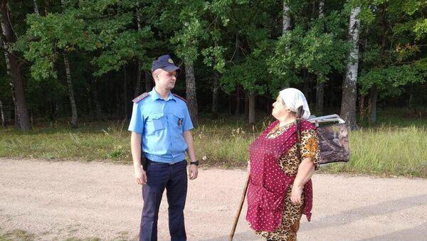 Сотрудник милиции на месте поисков - Sputnik Беларусь
