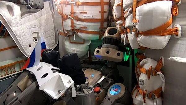 Робат Фёдар на борце карабля Саюз МС-14 - Sputnik Беларусь