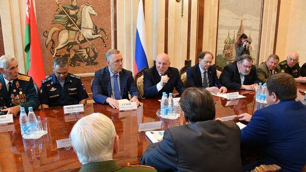 Пасол Расіі сустрэўся з ветэранамі баявых дзеянняў - Sputnik Беларусь