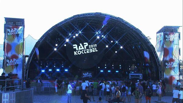 Фестиваль Rap Koktebel проходит на берегу Черного моря – видео - Sputnik Беларусь
