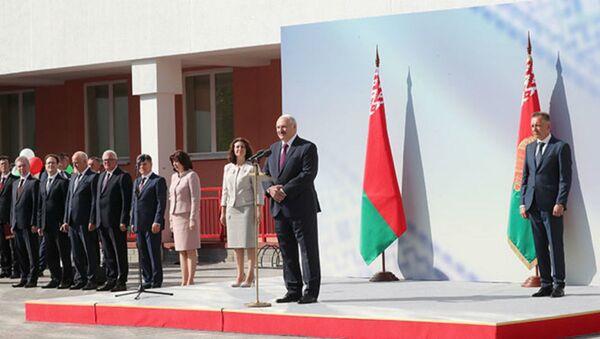 Посещение президентом Александром Лукашенко минской средней школы № 93 - Sputnik Беларусь