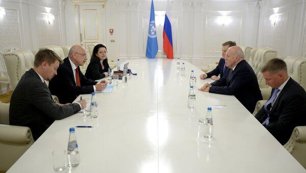 Посол России в Беларуси и замгенсека ООН на встрече в Минске - Sputnik Беларусь