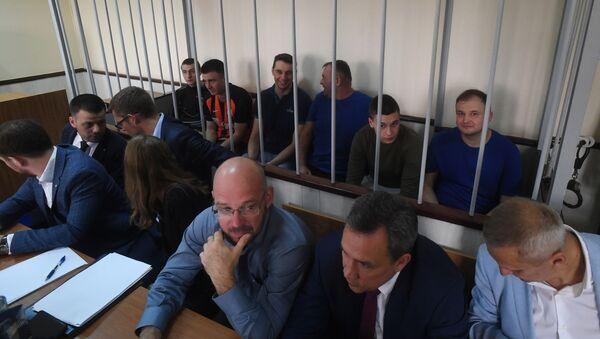 Задержанные украинские моряки на заседании Лефортовского суда города Москвы - Sputnik Беларусь