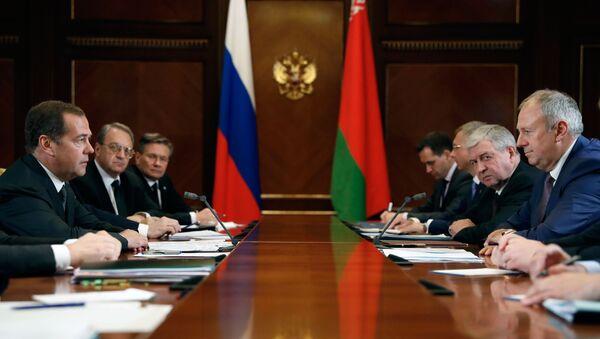 Премьер-министр РФ Д. Медведев провел переговоры с премьер-министром Белоруссии С. Румасом - Sputnik Беларусь