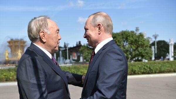 Президент РФ Владимир Путин и первый президент Республики Казахстан Нурсултан Назарбаев - Sputnik Беларусь