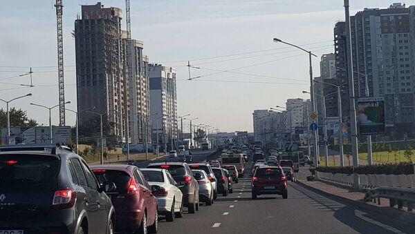 Автомобильная пробка на проспекте Дзержинского  - Sputnik Беларусь
