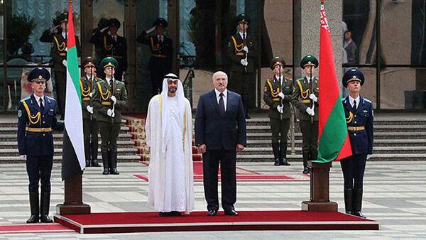 Президент Беларуси Александр Лукашенко с наследным принцем Абу-Даби шейхом Мухаммедом бен Заидом аль-Нахайяном - Sputnik Беларусь