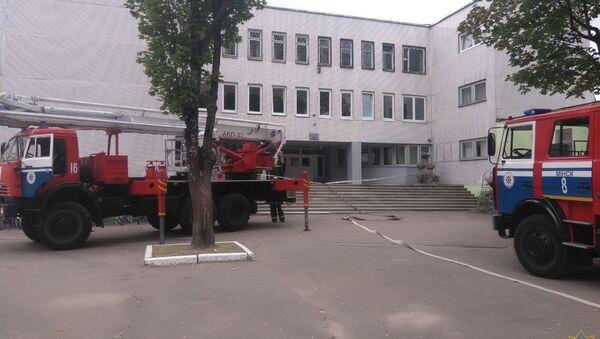 Более 1300 человек эвакуировали из минской школы №84 - Sputnik Беларусь