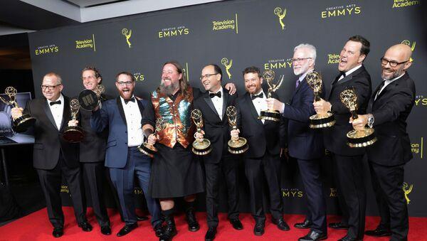 Церемония награждения, победители от сериала Игра престолов со статуэтками - Sputnik Беларусь