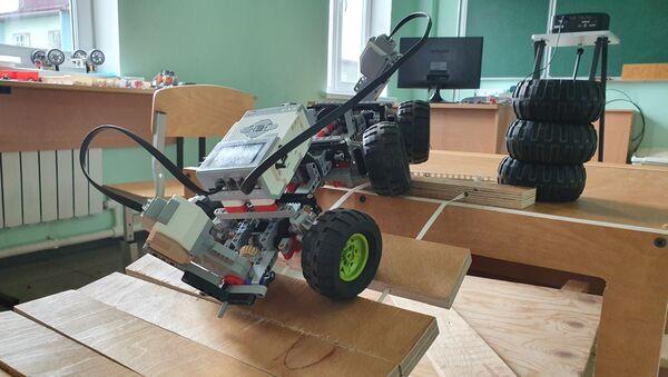 Управляемая модель, сконструированная на уроке робототехники - Sputnik Беларусь
