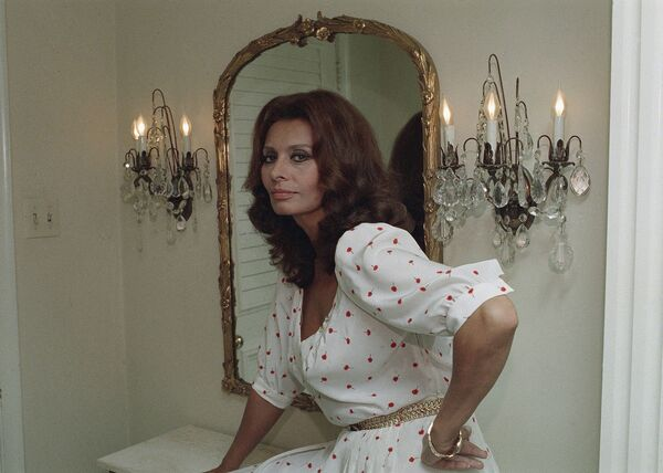 Актриса в 1984 году в день 50-летия. В 1991 году Софи получила еще один Оскар — за вклад в кинематограф — и была внесена Американским институтом киноискусства в список 25 величайших актрис в истории кино. - Sputnik Беларусь