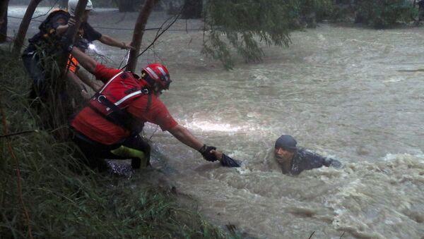 Работа спасателей во время тропического шторма, архивное фото - Sputnik Беларусь