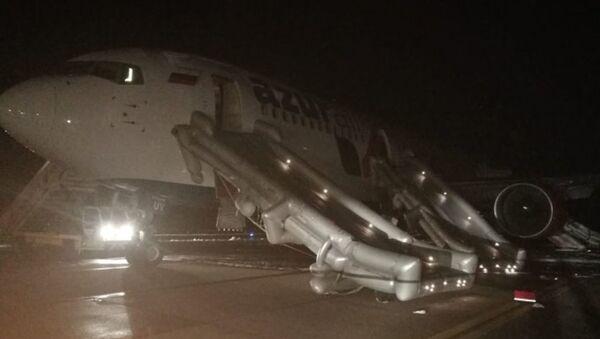 Жесткая посадка самолета в аэропорту Барнаула - Sputnik Беларусь