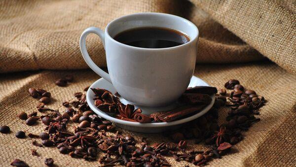 Чашка кофе и кофейные зерна - Sputnik Беларусь