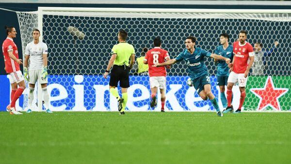 Игрок ФК Зенит Магомед Оздоев (справа на первом плане) радуется забитому мячу - Sputnik Беларусь