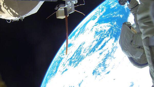 Космонавты во время выхода в открытый космос. архивное фото - Sputnik Беларусь