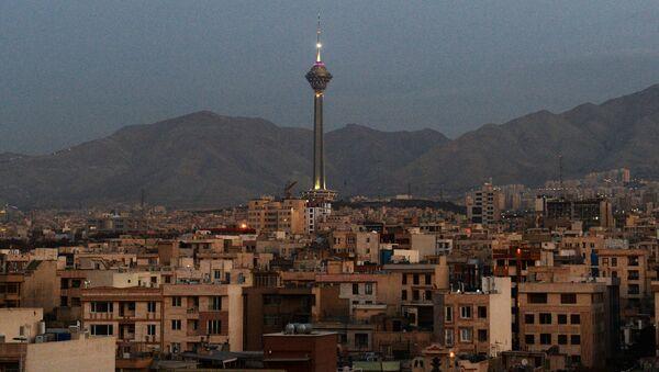 Вид на телебашню Бордж-е Милад в Тегеране - Sputnik Беларусь