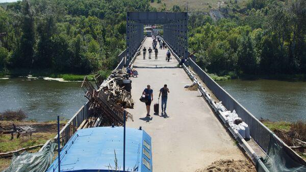 Подготовка к демонтажу подконтрольной ЛНР части моста на КПП Станица Луганская - Sputnik Беларусь