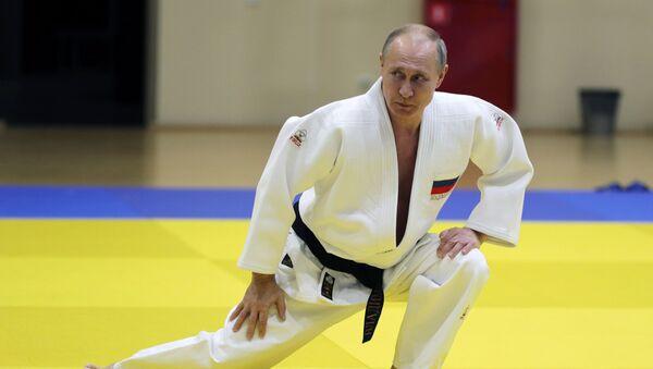 Президент РФ Владимир Путин во время тренировки на татами - Sputnik Беларусь
