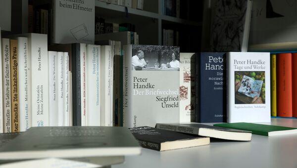 Книги лауреата нобелевской премии Петера Хандке - Sputnik Беларусь