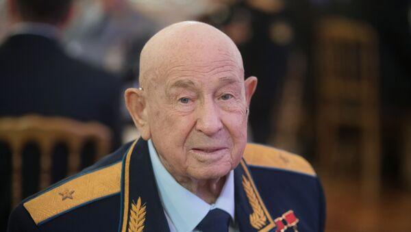 Памёр легендарны касманаўт Аляксей Лявонаў - Sputnik Беларусь