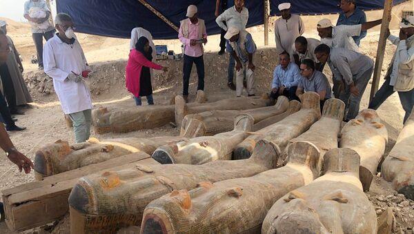 Археолагі знайшлі ў Егіпце пахаванне з 20 некранутымі саркафагамі - Sputnik Беларусь