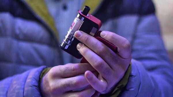 Курение вейпа, архивное фото - Sputnik Беларусь