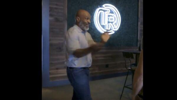 Майк Тайсон показал молодому бойцу ММА, как драться на ринге - Sputnik Беларусь