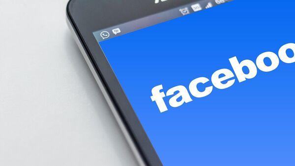 Логотип соцсети Facebook - Sputnik Беларусь