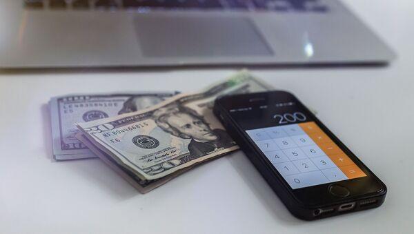 Доллары и калькулятор - Sputnik Беларусь