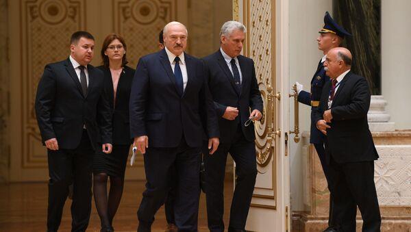 Президент Беларуси Александр Лукашенко с президентом Кубы Мигелем Диас-Канелем - Sputnik Беларусь