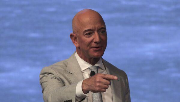Глава и основатель Amazon американец Джефф Безос  - Sputnik Беларусь