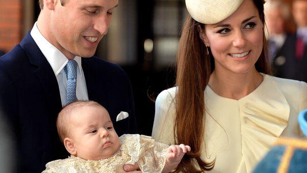 Принц Уильям и его супруга Кейт Миддлтон с их сыном Джорджем - Sputnik Беларусь