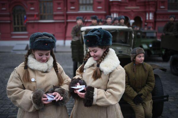 Участницы марша, приуроченного к 78-й годовщине парада 1941 года на Красной площади - Sputnik Беларусь