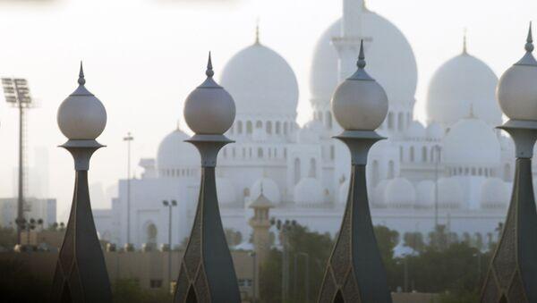 Мячэць шэйха зайдзіце (на другім плане) у Абу-Дабі - Sputnik Беларусь