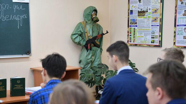 На занятиях в Центре допризывной подготовки Московского района - Sputnik Беларусь