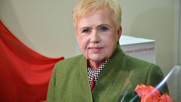 Лидия Ермошина на участке для голосования - Sputnik Беларусь