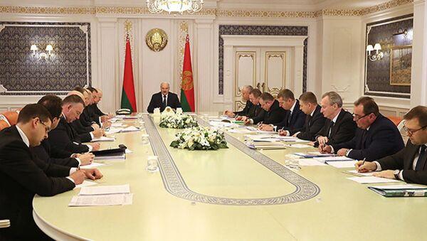 Канфлікт перарасце ў вайну: Лукашэнка абмеркаваў пытанні дражджавой сферы - Sputnik Беларусь