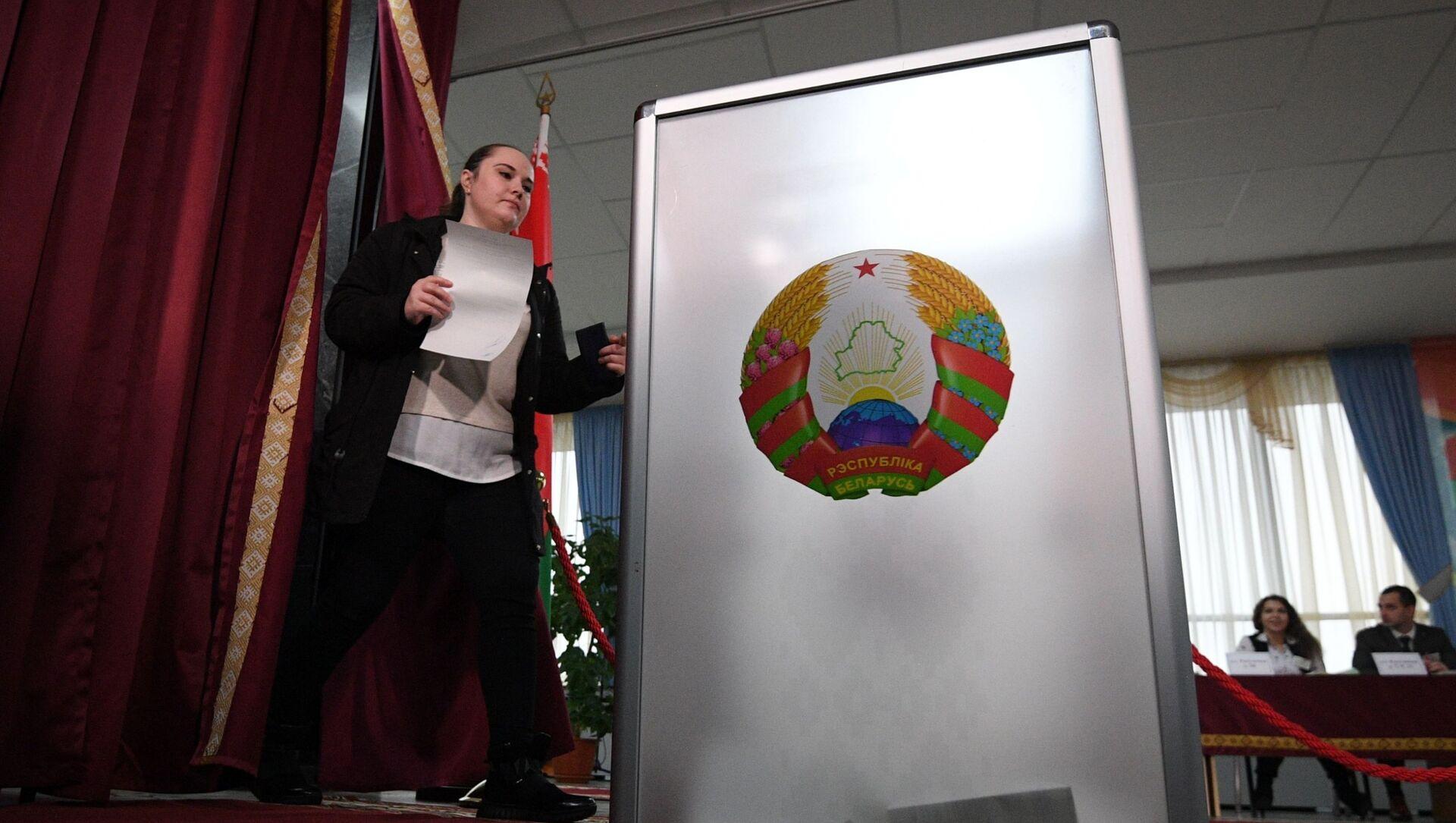 Урна для голосования на избирательном участке №1, архивное фото - Sputnik Беларусь, 1920, 07.05.2021