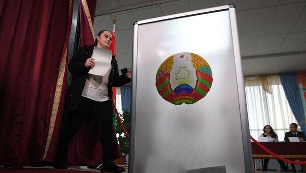 Урна для голосования на избирательном участке №1, архивное фото - Sputnik Беларусь