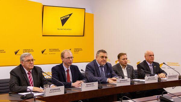 Круглый стол в пресс-центре Sputnik - Sputnik Беларусь