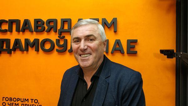 В парламент ― не сидеть: зачем журналисту Думбадзе статус депутата - Sputnik Беларусь