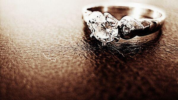 Кольцо с бриллиантом, архивное фото - Sputnik Беларусь