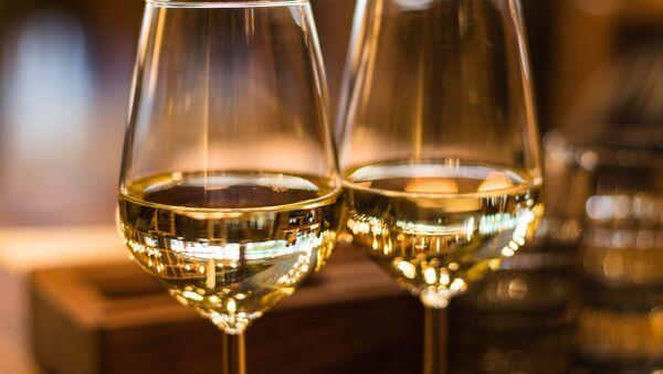 Бокалы с шампанским, архивное фото - Sputnik Беларусь