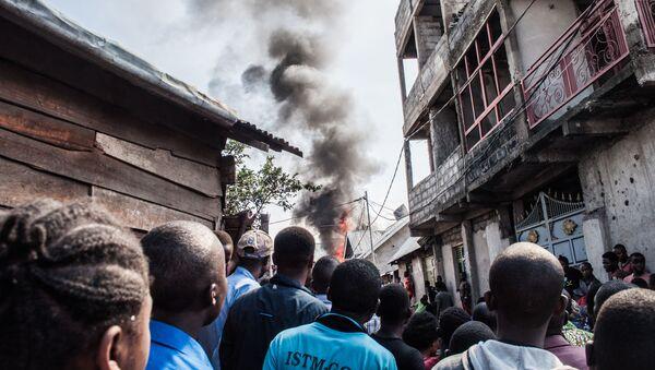 Частный пассажирский самолет упал в Конго на жилые дома - Sputnik Беларусь