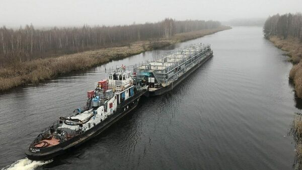 Нефтеналивное судно Белоруснефти на реке Припять - Sputnik Беларусь